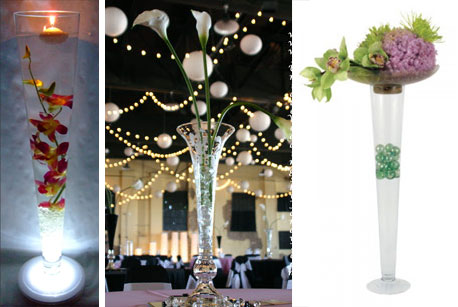Various ideas for wedding centrepieces with flute-shaped glass vases