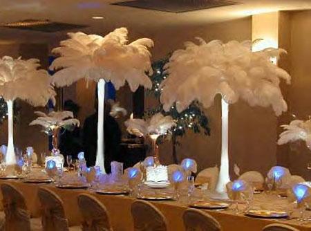 Wedding centerpieces: illuminated tall vases