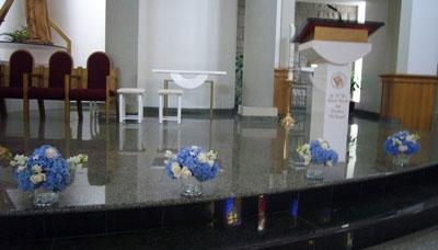 short floral vases: wedding ceremony decor